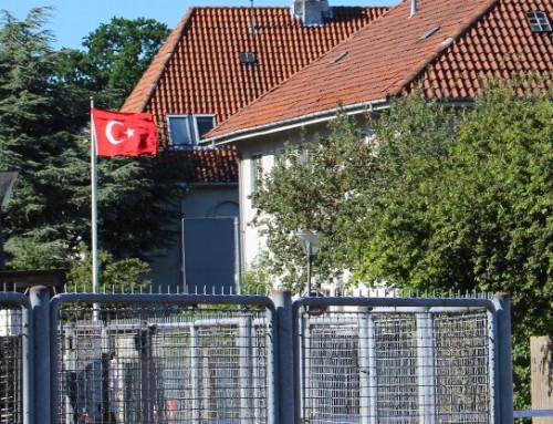 Fire kurdere udvises for ambassade-angreb