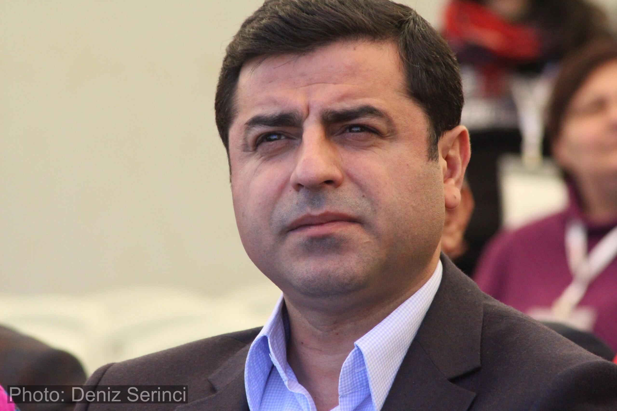 Demirtaş har siden november 2016 siddet fængslet, anklaget for at støtte Kurdistans Arbejderparti (PKK)