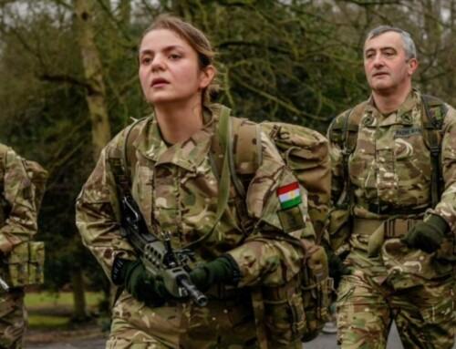 Første kurdiske kvinde uddannet fra britisk militær